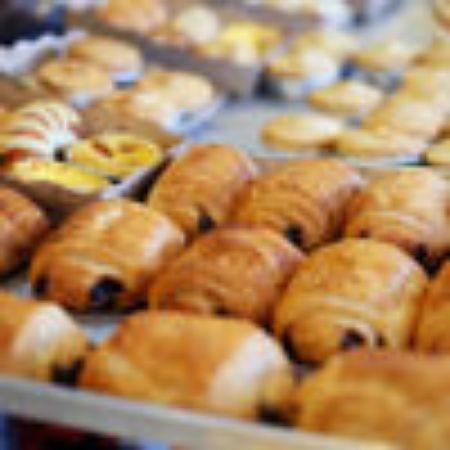 صورة لقسم الخبز والمخبوزات